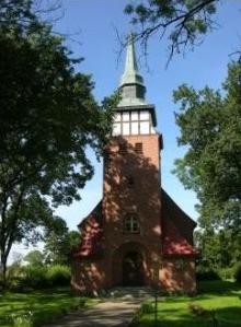 Zabytkowy kościół w Izbicy (08.2005)